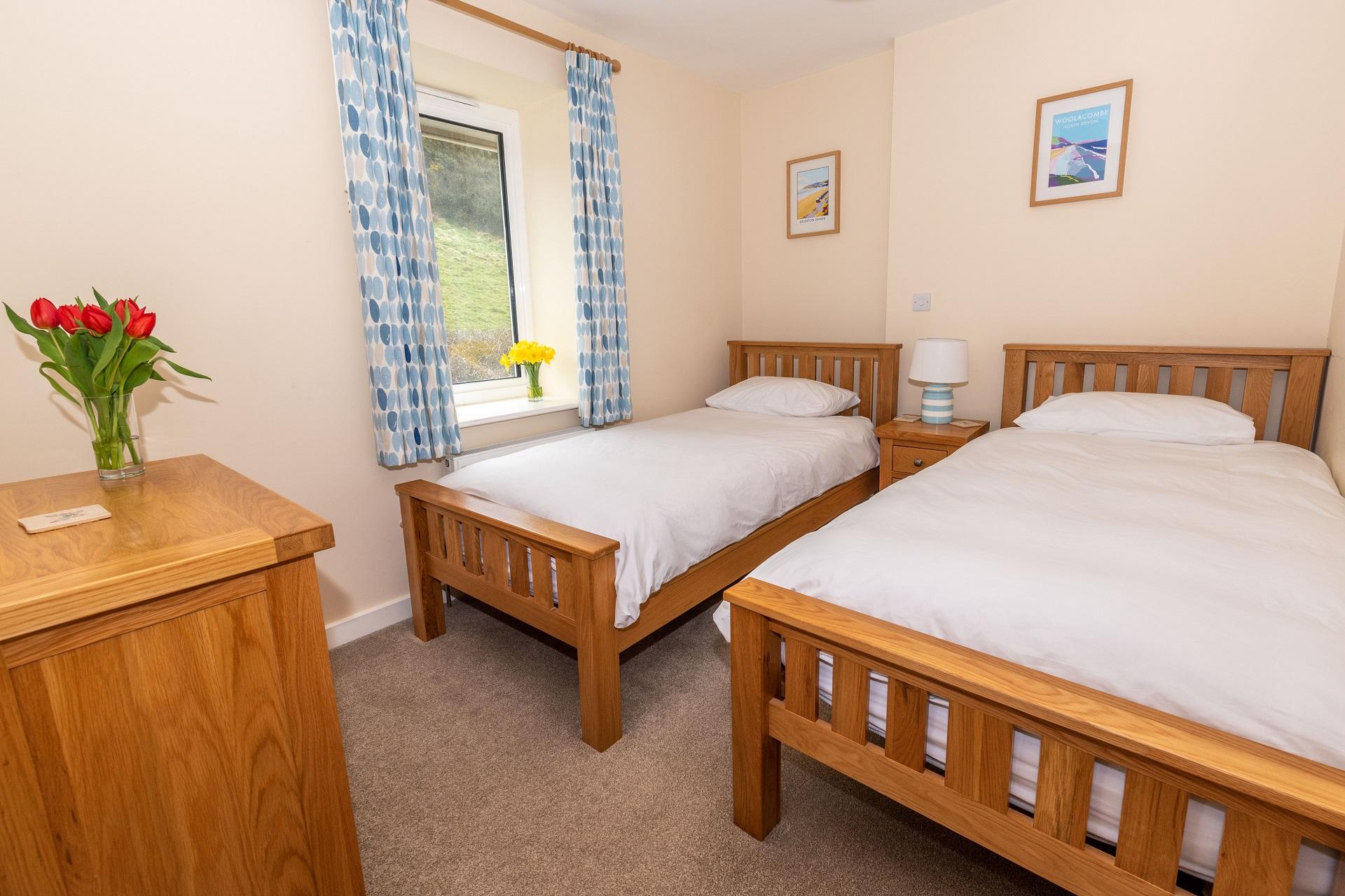 Golden Retreat Bedroom3 2