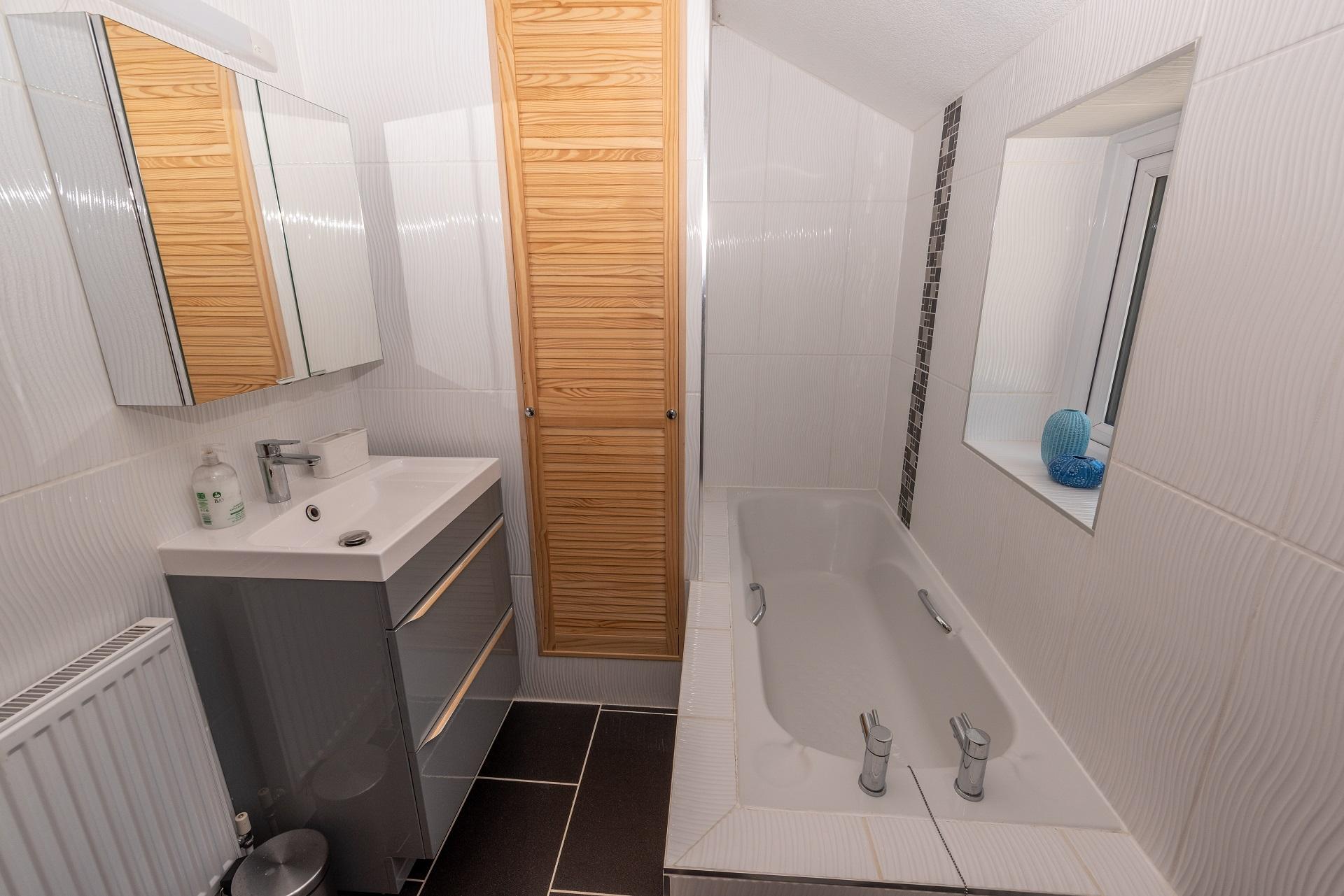 Combesgate House Bathroom 2